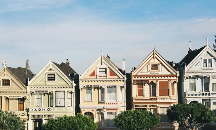 How to Determine the Price Per Square Foot for Multiple Homes