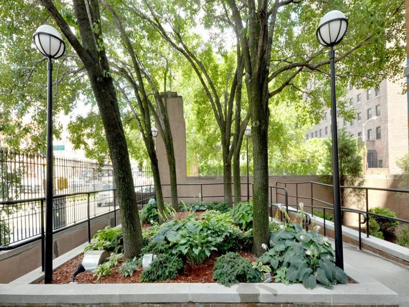 Chelsea-09B-444-W-35th-St-Chelsea-Centro-Entrance-Garden.jpg