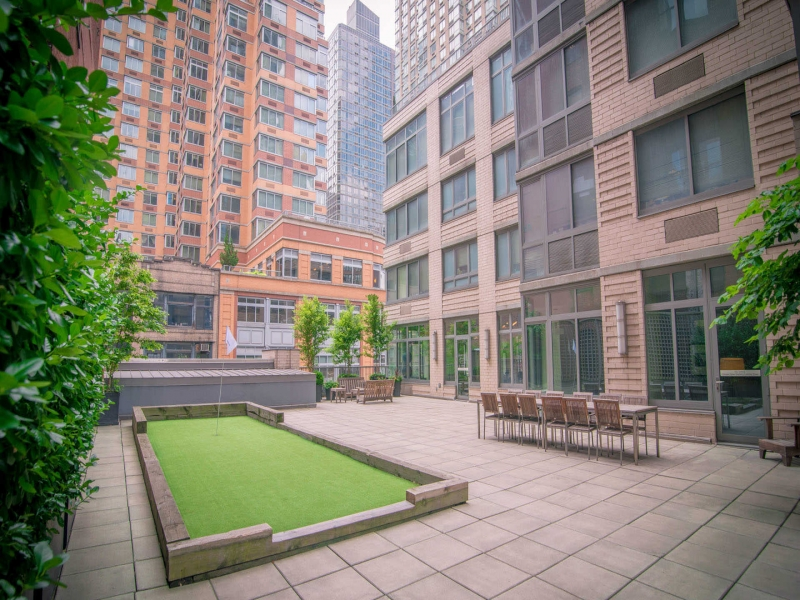 NoMad-34C-800-Sixth-Apartments-Courtyard